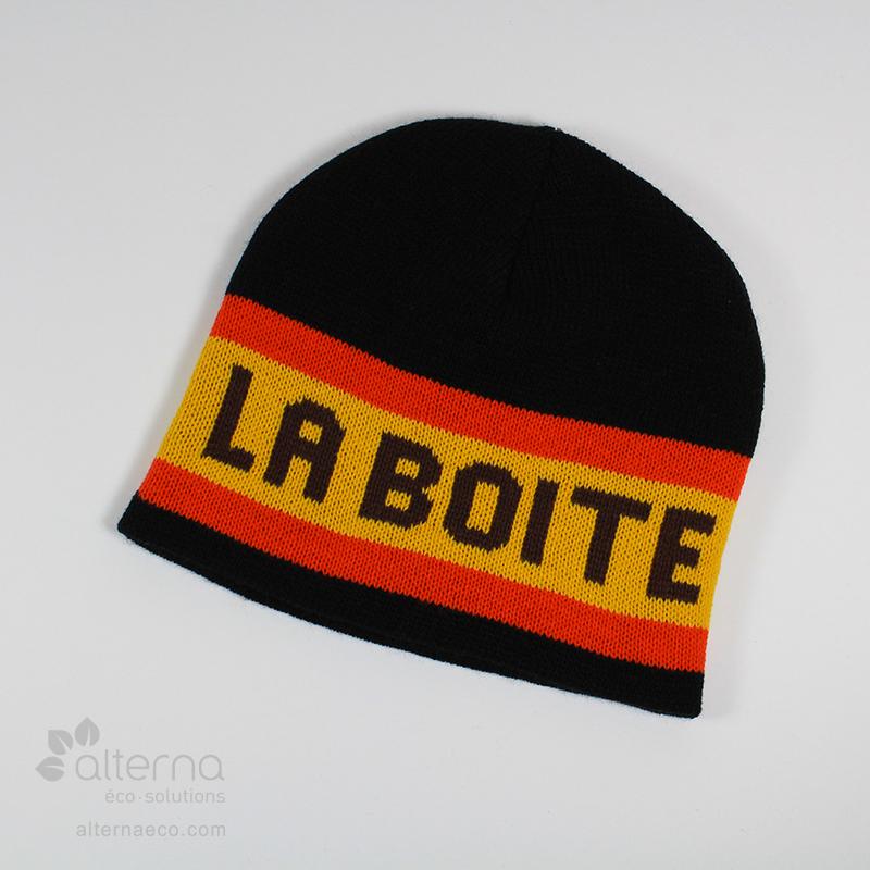 Bonnet en tricot jacquard avec lettrage. Fabriqué au Québec, Canada.